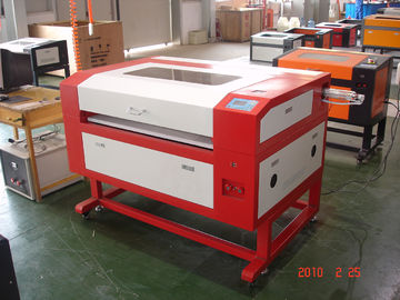 चीन 50 Watt CO2 Laser Cutting Engraving Machine , Laser Glass Engraver फैक्टरी