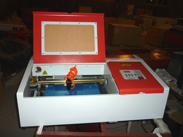 चीन Desktop Laser Engraver Co2 Laser Engraving And Cutting Machine For Carving Chapter And Artistic Works वितरक